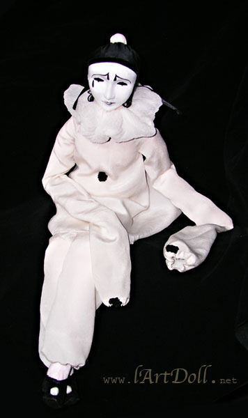 Irrational fears: Clowns, masks and dolls - Josephine Myles